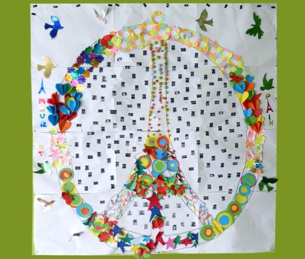 """Création collective autour du """"Peace for Paris"""". (École élémentaire Jean Moulin - 10 600 La Chapelle-Saint-Luc)"""